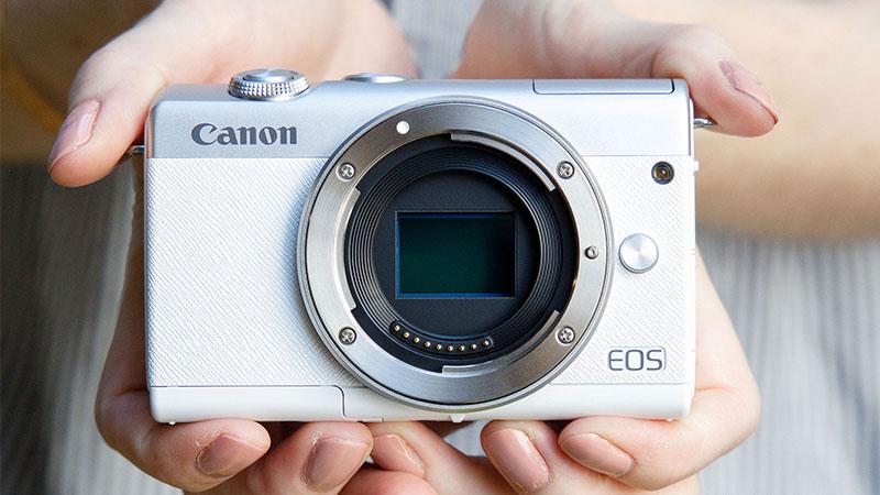 Новая Canon EOS M200: беззеркалка начального уровня с функцией распознавания глаз и записью 4K