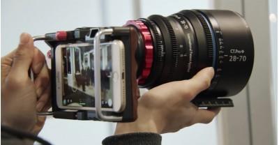 Этот адаптер позволяет устанавливать любой объектив на Ваш смартфон