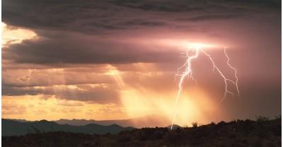 Эпичное 4K видео которое демонстрирует красоту и силу молний (1000 FPS)