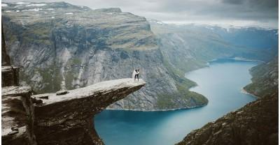 """14 часовой поход ради эпических свадебных фотографий на """"Языке тролля"""""""