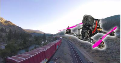 Этот парень пролетел своим дроном над, внутри, и под движущимся поездом